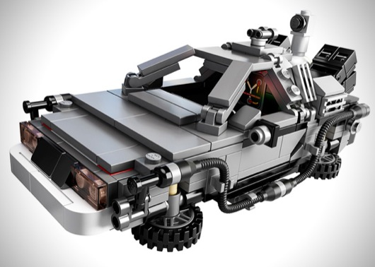 LEGO-Back-to-the-Future-Time-Machine-Fireball_Tim